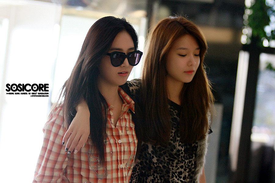 SNSD Yuri Sooyoung Gimpo Airport