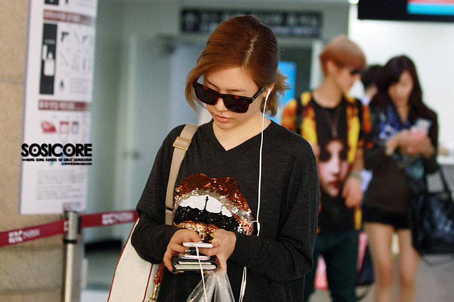 Girls Generation Sunny Gimpo Airport